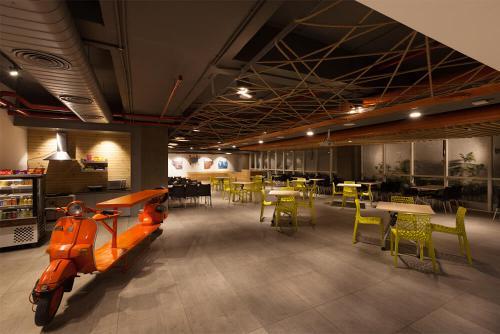 Barak-Cafeteria1